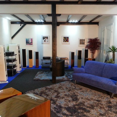 Bequeme Couch Ladengeschäft Singer Hi-Fi & TV