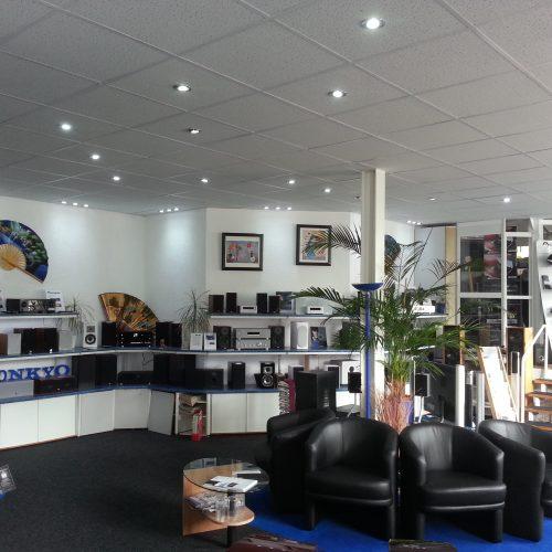 Blick auf Regallautsprecher von Singer Hi-Fi & TV im Geschäft in Rheinfelden